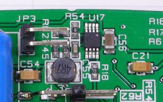 STM32 Primer2 C56 の拡大画像、積層セラミックコンデンサで対策済みだった