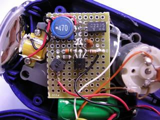 LED 点灯用昇圧回路基板 - トランジスタは高さを抑えるため倒してある
