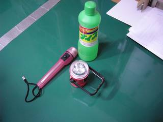 ダイソー懐中電灯の配線(金具)はステンレスらしい - 半田付けには塩酸(サンポール)を使う
