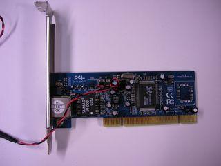 RTL8169 PCI NIC 基板表面 - 変色域にレギュレータと RTL-8169 が実装されている