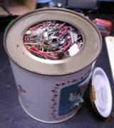 缶いっぱいの電子部品屑、この缶に蓋をした状態で廃棄、中身の説明だけで引き取ってもらった