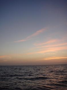 夕日が雲に反射