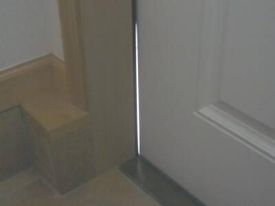 あれっ、玄関ドアに隙間が・・その2 | Homeward - 楽天ブログ