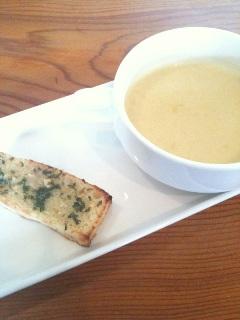 南欧わいん居酒屋 南欧食堂 カプリ 自家製フォカッチャ カボチャのスープ