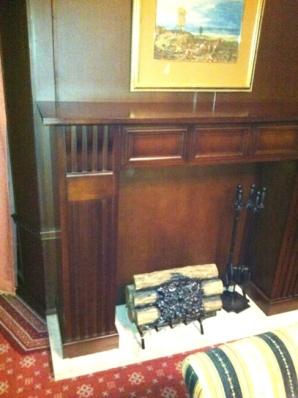 100923スイートルームの暖炉もどき.JPG
