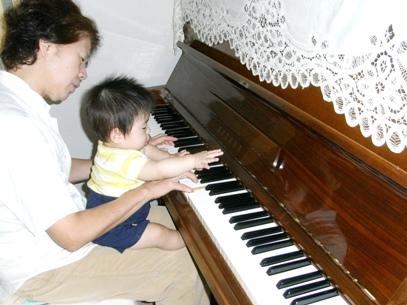 1008ピアノに初挑戦する駿さま