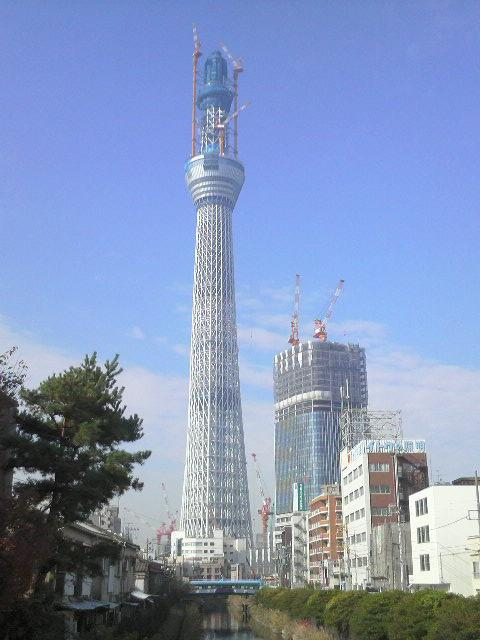 東京スカイツリー(橋の上から)