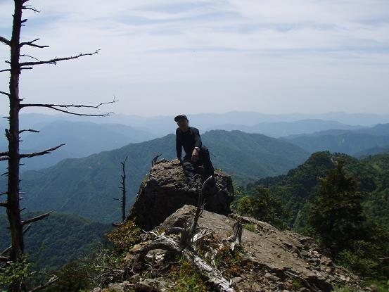 稜線上の岩