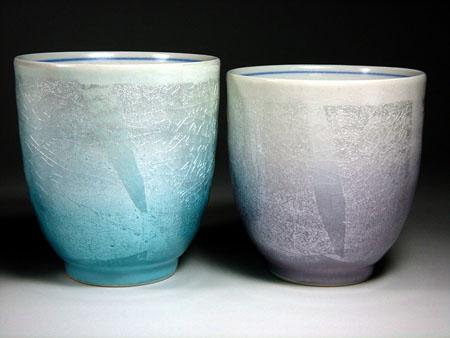 九谷焼銀彩夫婦湯呑み緑色と紫色