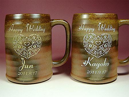 ご結婚祝いに名入れ彫刻陶器の素焼きビアジョッキ