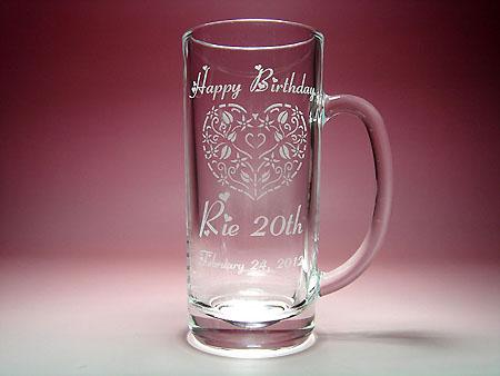 20歳のお誕生日プレゼントに、名入れ彫刻ビアジョッキ