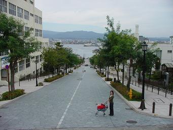 八幡坂(上から).JPG