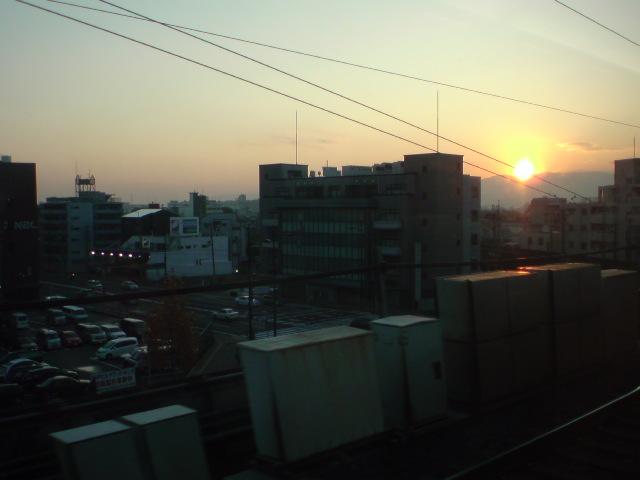 新幹線から見える京都の夕日…