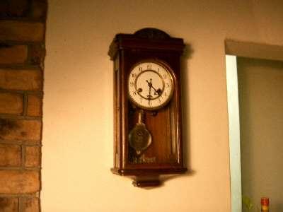 4番テーブルの柱時計