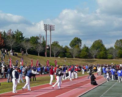 30人のプロ野球選手がずらり並んでキャッチボール