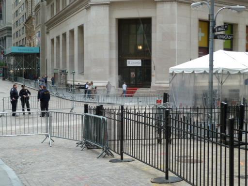 封鎖中のウォール・ストリート