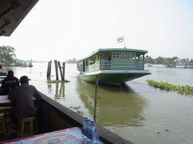 メークローン川の渡し船