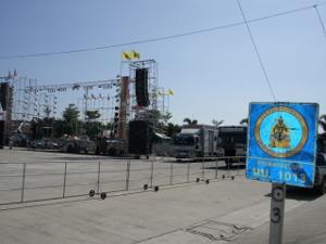 ワット・サイヤイ前の広場