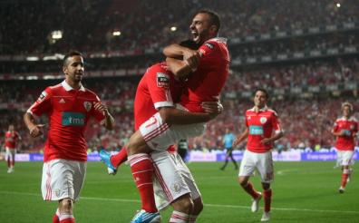 Oscar Cardozo is mobbed by teammate Carlos Martins after scoring against Sporting during their Portuguese League football match at Luz Stadium.jpg