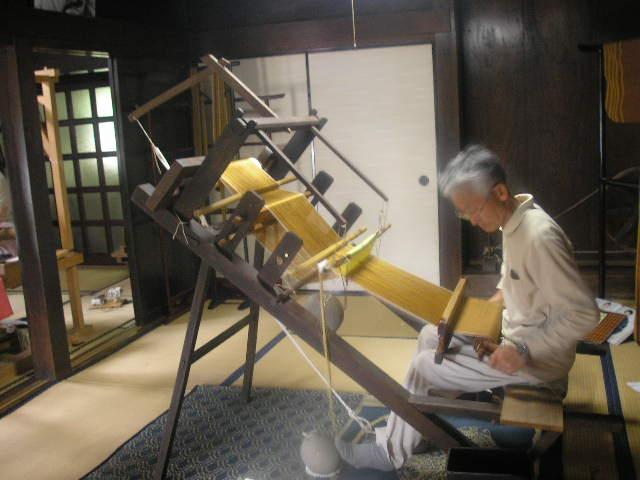 黄八丈機織り