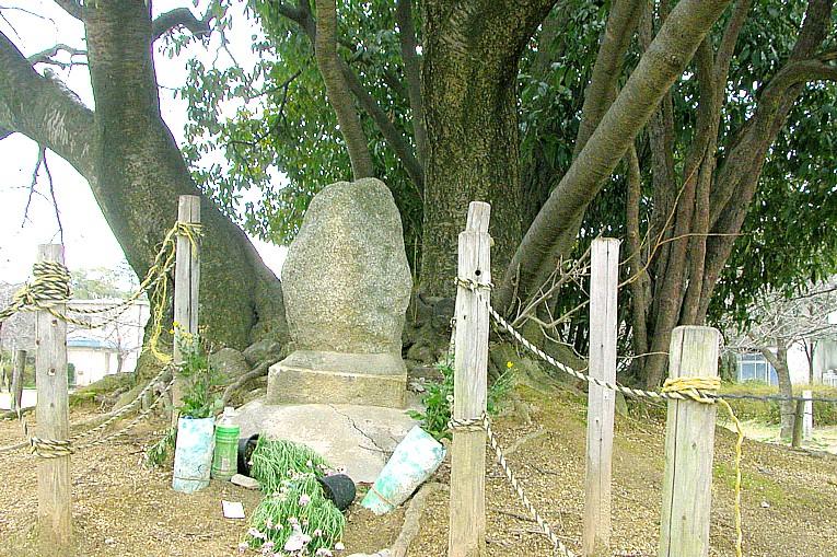 アテルイの墓