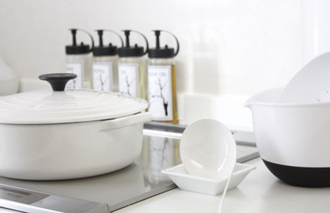 食卓でも使える白いお鍋 LE-.jpg