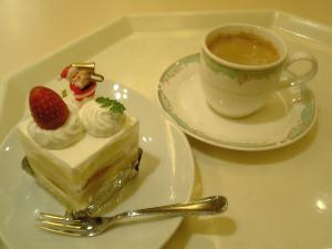イチゴのショートケーキとコーヒー