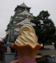 大阪城と粟おこしソフト