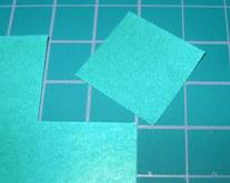 2cm四方の紙を切り出す