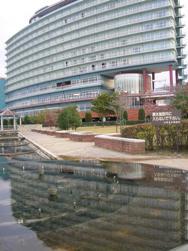 水面に写る建物