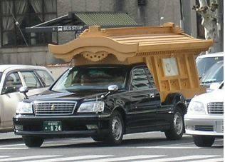 白木二方破風の霊柩車