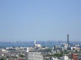 丸亀城から瀬戸内海を臨む