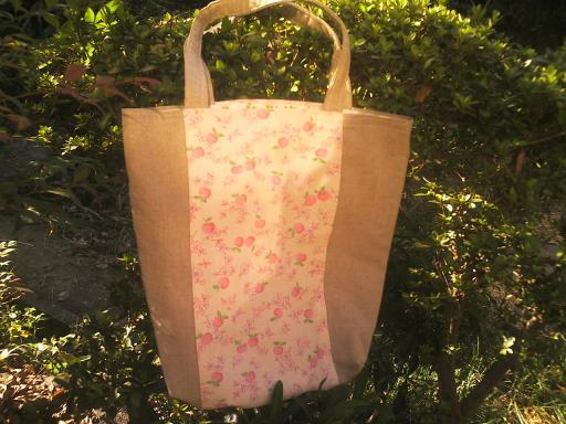 りんご柄リネンのバッグ
