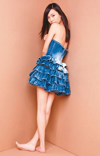 戸田恵梨香の肩出しセクシーファッション