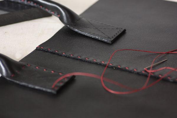 手縫い革のトート