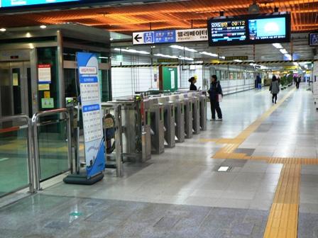 地下鉄改札.JPG