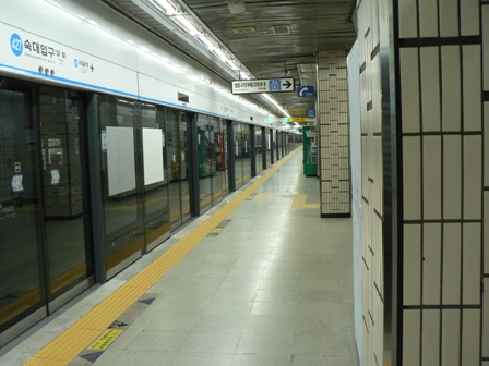 地下鉄ホーム.JPG