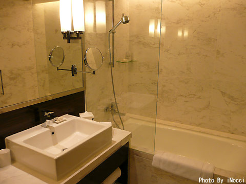 NZL240-ホテル浴室.jpg