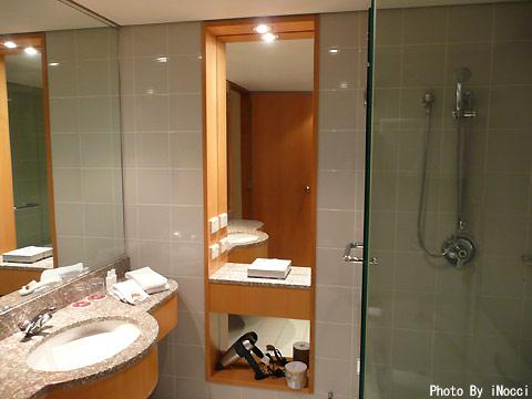 NZL154-Bath1.jpg