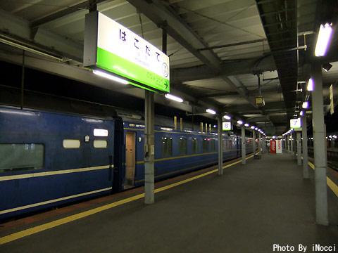 HKG180-夜の函館駅1.jpg