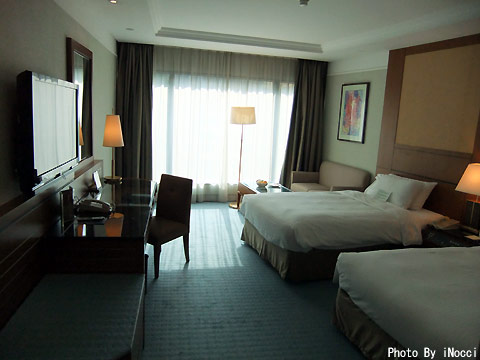 HKG063-ホテル部屋.jpg