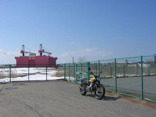 新潟東港にて