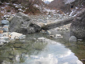 川原の温泉