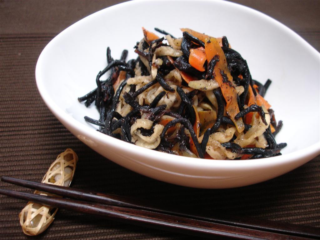 沖縄料理でよく使われる「フーチバ」とは何でしょうか?