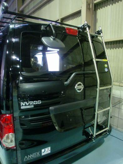リアラダー NV200バネット