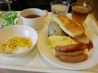 ホテルの朝食(旦那君盛り付け)