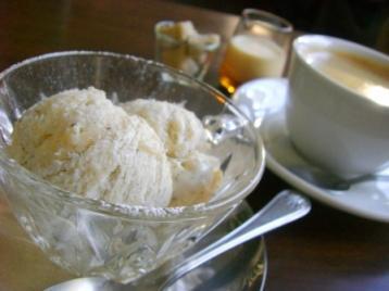 ジャスミンのアイスとコーヒー