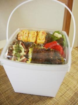やっつけカニ玉&イカ焼き弁当(使い捨てランチBOX)
