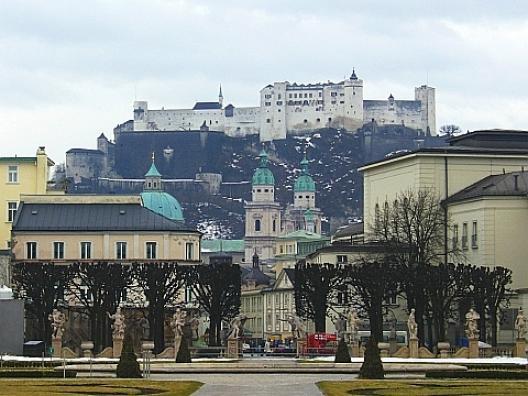 ホーエンザルツブルク城 1  ザルツブルクの街 ホーエンザルツブルク城から大聖堂(Dom)が今は