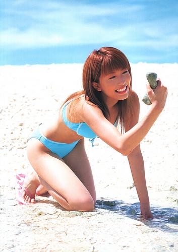 砂浜の里田まい